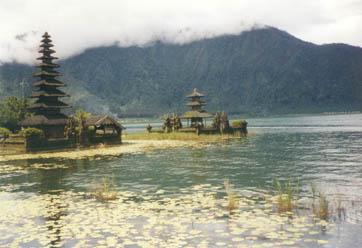 Tempel_am_Wasser